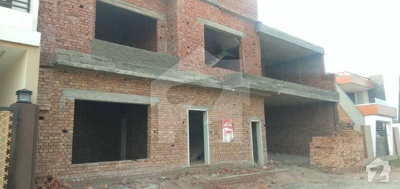 عبداللہ گارڈنز ایسٹ کینال روڈ کینال روڈ فیصل آباد میں 5 کمروں کا 10 مرلہ مکان 2.5 کروڑ میں برائے فروخت۔