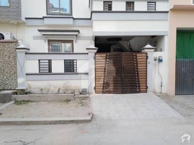 فور سِیزن ہاؤسنگ فیصل آباد میں 3 کمروں کا 3 مرلہ مکان 70 لاکھ میں برائے فروخت۔
