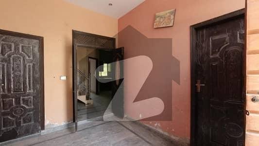 مین کینال بینک روڈ لاہور میں 3 کمروں کا 3 مرلہ مکان 55 لاکھ میں برائے فروخت۔
