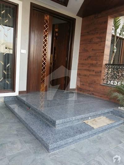 ایڈن ویلی فیصل آباد میں 4 کمروں کا 10 مرلہ مکان 4.5 کروڑ میں برائے فروخت۔