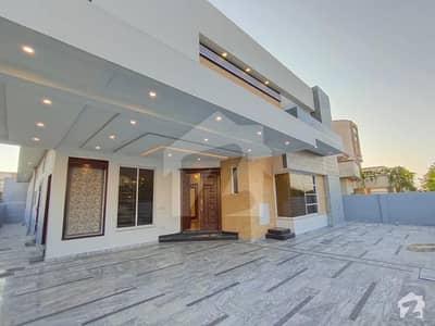 Luxurious 1 Kanal Brand New Designer House For Rent
