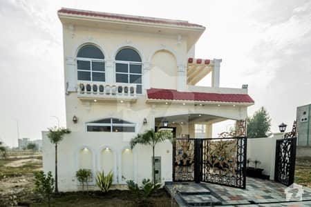 5 MARLA MOST BEAUTIFUL STYLISH HOUSE AVAILABLE FOR SALE ON HOT LOCATION IN DHA 9 TOWN LAHORE