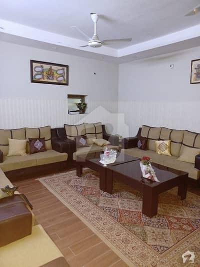 گرین ٹاؤن فیصل آباد میں 3 کمروں کا 9 مرلہ مکان 2.25 کروڑ میں برائے فروخت۔
