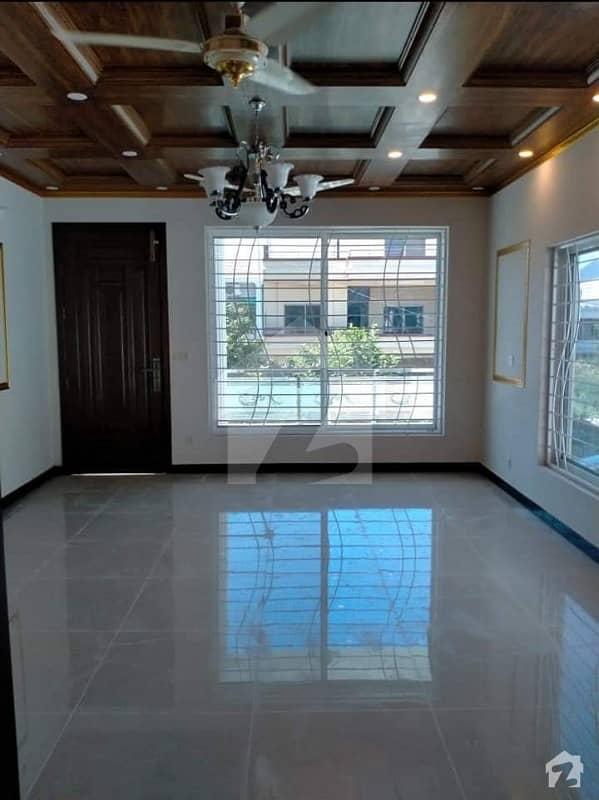 ایف ۔ 11 اسلام آباد میں 6 کمروں کا 1 کنال مکان 9.5 کروڑ میں برائے فروخت۔