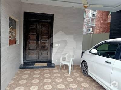 ویلینشیاء ہاؤسنگ سوسائٹی لاہور میں 5 کمروں کا 10 مرلہ مکان 85 ہزار میں کرایہ پر دستیاب ہے۔