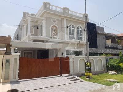 10 Marla Luxury Bungalow For Sale Near Park
