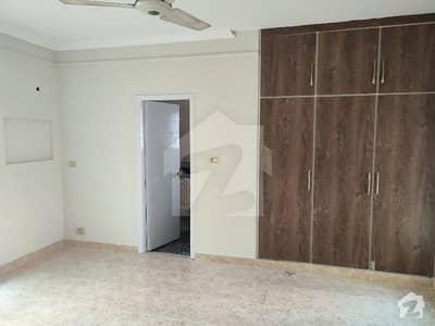 ڈیوائن گارڈنز لاہور میں 5 کمروں کا 10 مرلہ مکان 75 ہزار میں کرایہ پر دستیاب ہے۔