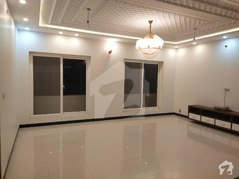 پی ایم سی ایچ ایس - پاکستان میڈیکل کوآپریٹو ہاؤسنگ ای ۔ 11/2 ای ۔ 11 اسلام آباد میں 9 کمروں کا 16 مرلہ مکان 7.5 کروڑ میں برائے فروخت۔