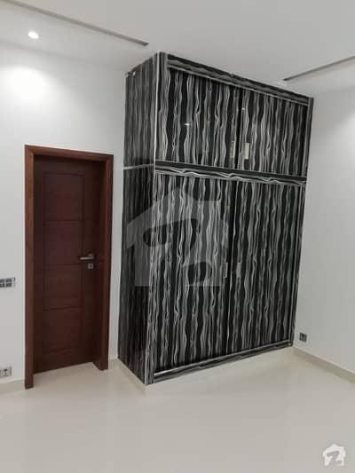 آئیکن ویلی لاہور میں 3 کمروں کا 10 مرلہ فلیٹ 80 لاکھ میں برائے فروخت۔