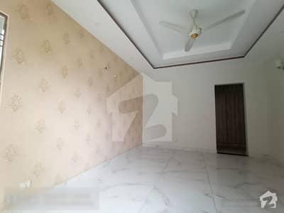 ڈیوائن گارڈنز لاہور میں 4 کمروں کا 10 مرلہ مکان 1 لاکھ میں کرایہ پر دستیاب ہے۔
