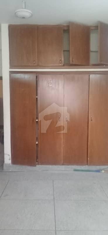 ایف ۔ 10 مرکز ایف ۔ 10 اسلام آباد میں 2 کمروں کا 4 مرلہ فلیٹ 2.75 کروڑ میں برائے فروخت۔