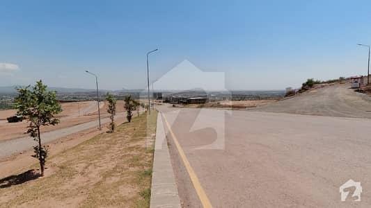 پارک ویو سٹی اسلام آباد میں 1 کنال رہائشی پلاٹ 1.85 کروڑ میں برائے فروخت۔