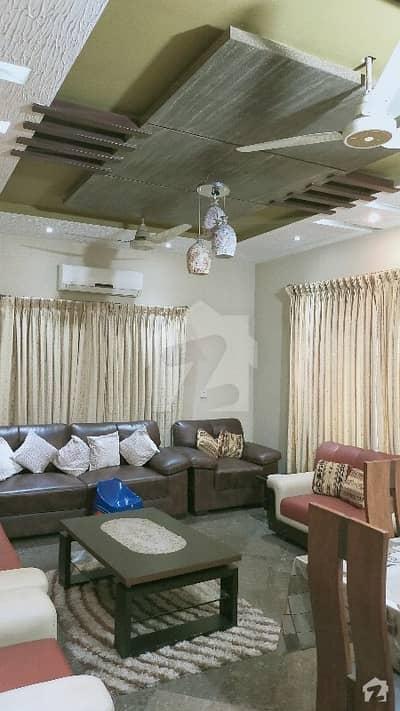 خیابانِ گارڈنز فیصل آباد میں 8 کمروں کا 1 کنال مکان 3.75 کروڑ میں برائے فروخت۔