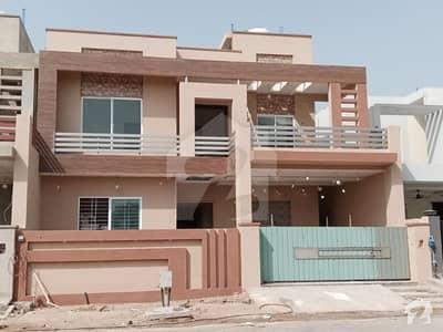 سرگودھا روڈ فیصل آباد میں 6 کمروں کا 11 مرلہ مکان 3.25 کروڑ میں برائے فروخت۔