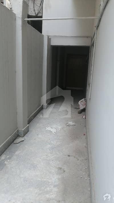 علامہ اقبال ٹاؤن ۔ عمر بلاک علامہ اقبال ٹاؤن لاہور میں 5 کمروں کا 10 مرلہ مکان 1 لاکھ میں کرایہ پر دستیاب ہے۔