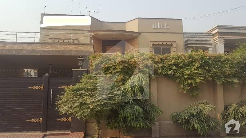 آفیسرز کالونی 2 فیصل آباد میں 6 کمروں کا 1.05 کنال مکان 5 کروڑ میں برائے فروخت۔