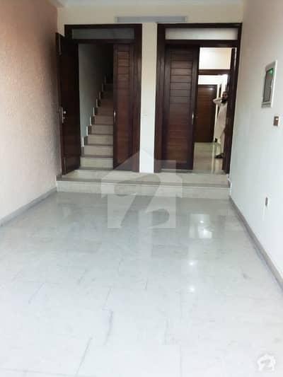 جی ۔ 9 اسلام آباد میں 2 کمروں کا 6 مرلہ مکان 55 ہزار میں کرایہ پر دستیاب ہے۔