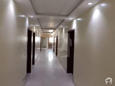 جوبلی ٹاؤن لاہور میں 11 کمروں کا 1 کنال مکان 2 لاکھ میں کرایہ پر دستیاب ہے۔