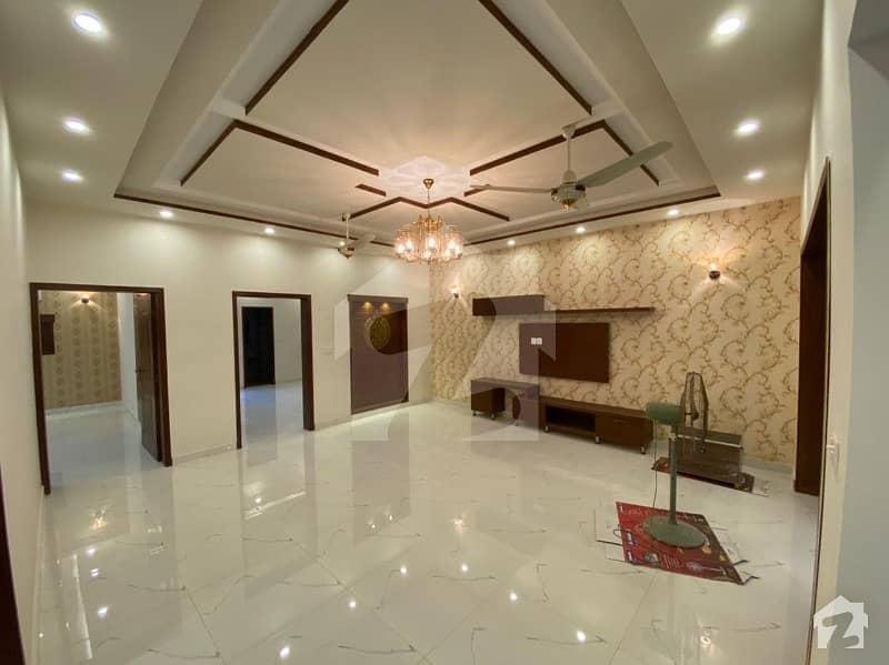 نشیمنِ اقبال فیز 2 نشیمنِ اقبال لاہور میں 5 کمروں کا 10 مرلہ مکان 2.18 کروڑ میں برائے فروخت۔