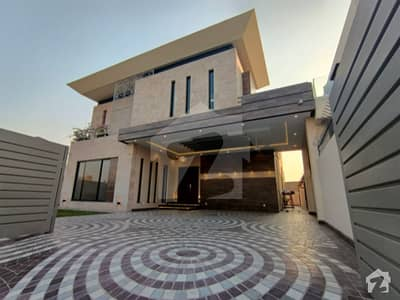 Modern Style Straight Pattern 10 Marla House Came For Sale In Phase 8
