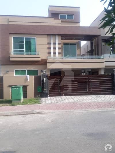 بحریہ ٹاؤن سیکٹر سی بحریہ ٹاؤن لاہور میں 5 کمروں کا 10 مرلہ مکان 85 ہزار میں کرایہ پر دستیاب ہے۔