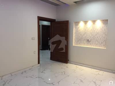 ڈریم گارڈنز فیز 1 ۔ بلاک اے ڈریم گارڈنز فیز 1 ڈریم گارڈنز ڈیفینس روڈ لاہور میں 2 کمروں کا 5 مرلہ زیریں پورشن 32 ہزار میں کرایہ پر دستیاب ہے۔