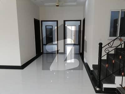فارمانئیٹس ہاؤسنگ سکیم ۔ بلاک ایم فارمانئیٹس ہاؤسنگ سکیم لاہور میں 4 کمروں کا 5 مرلہ مکان 1.3 کروڑ میں برائے فروخت۔