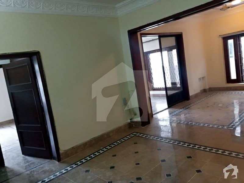 ایف ۔ 10 اسلام آباد میں 7 کمروں کا 1 کنال مکان 9.5 کروڑ میں برائے فروخت۔