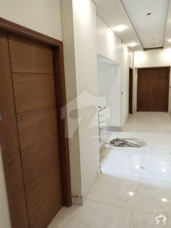 شہید ملت روڈ کراچی میں 3 کمروں کا 7 مرلہ فلیٹ 3.5 کروڑ میں برائے فروخت۔