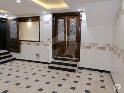 حیات آباد فیز 1 حیات آباد پشاور میں 7 کمروں کا 5 مرلہ مکان 2.9 کروڑ میں برائے فروخت۔