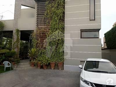 ڈی ایچ اے فیز 6 ڈی ایچ اے کراچی میں 3 کمروں کا 2 کنال بالائی پورشن 2.5 لاکھ میں کرایہ پر دستیاب ہے۔