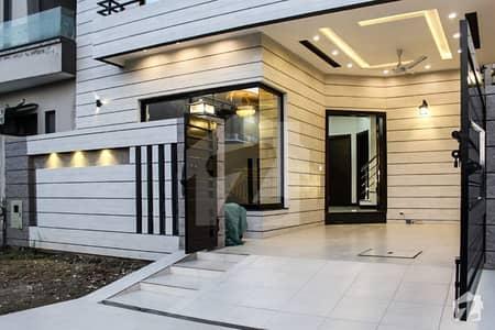گارڈن ٹاؤن لاہور میں 6 کمروں کا 1 کنال مکان 1.55 لاکھ میں کرایہ پر دستیاب ہے۔