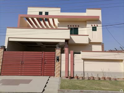 سہگل سٹی سمندری روڈ فیصل آباد میں 5 کمروں کا 10 مرلہ مکان 1.3 کروڑ میں برائے فروخت۔