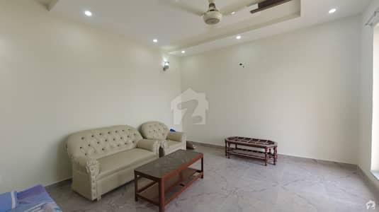 ازمیر ٹاؤن لاہور میں 5 کمروں کا 2 کنال مکان 1.7 لاکھ میں کرایہ پر دستیاب ہے۔