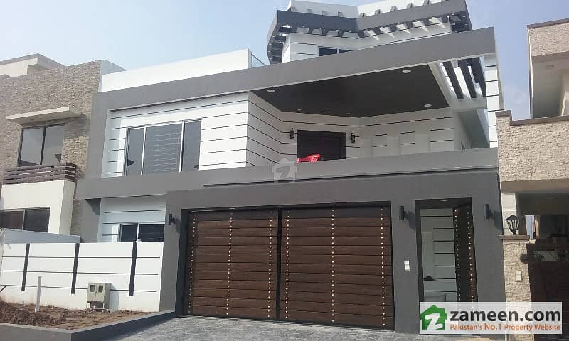 400 Sq Yard Stylish Sun Facing House Available For Sale In