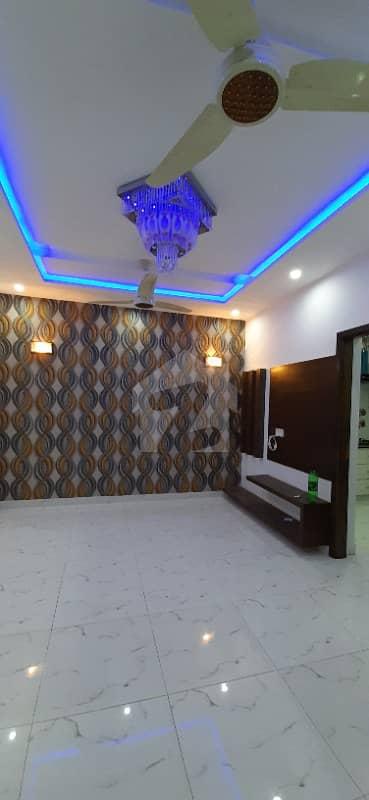 فارمانئیٹس ہاؤسنگ سکیم لاہور میں 5 کمروں کا 5 مرلہ مکان 50 ہزار میں کرایہ پر دستیاب ہے۔