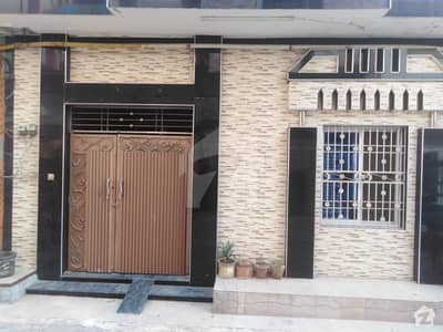 شیخ کالونی فیصل آباد میں 3 کمروں کا 4 مرلہ مکان 1 کروڑ میں برائے فروخت۔