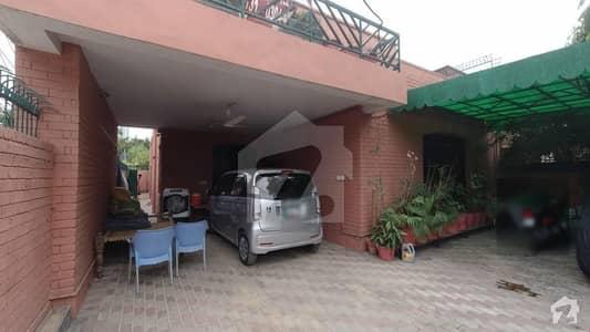 گلبرگ 3 گلبرگ لاہور میں 4 کمروں کا 14 مرلہ مکان 2.5 لاکھ میں کرایہ پر دستیاب ہے۔