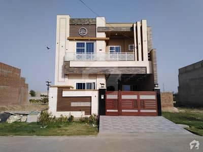 بسم اللہ گارڈن جڑانوالہ روڈ فیصل آباد میں 3 کمروں کا 5 مرلہ مکان 1.35 کروڑ میں برائے فروخت۔