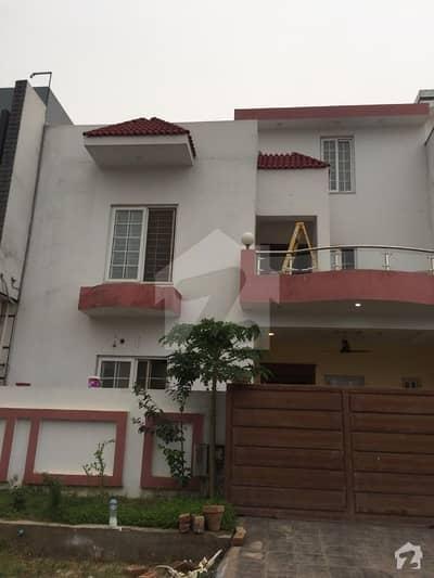 ڈی ۔ 12/4 ڈی ۔ 12 اسلام آباد میں 5 کمروں کا 8 مرلہ مکان 1.1 لاکھ میں کرایہ پر دستیاب ہے۔
