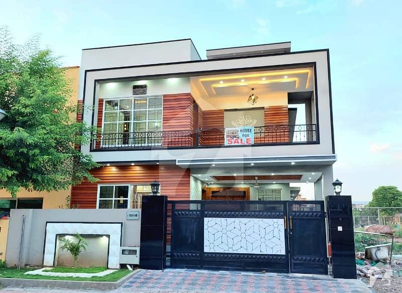بحریہ ٹاؤن فیز 5 بحریہ ٹاؤن راولپنڈی راولپنڈی میں 5 کمروں کا 10 مرلہ مکان 3.6 کروڑ میں برائے فروخت۔