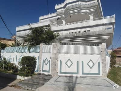 حیات آباد فیز 1 - ڈی2 حیات آباد فیز 1 حیات آباد پشاور میں 6 کمروں کا 10 مرلہ مکان 4.25 کروڑ میں برائے فروخت۔