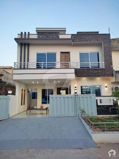 Brand New Luxury Double Storey House For Rent