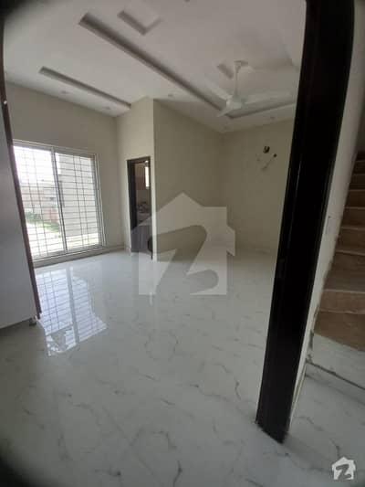اسٹیٹ لائف ہاؤسنگ سوسائٹی لاہور میں 6 کمروں کا 1 کنال مکان 1.3 لاکھ میں کرایہ پر دستیاب ہے۔