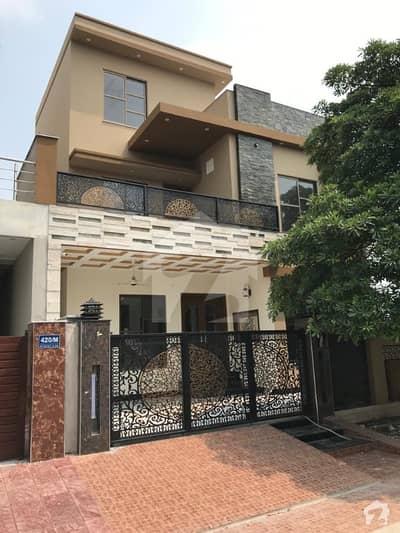 واپڈا سٹی فیصل آباد میں 5 کمروں کا 10 مرلہ مکان 2.75 کروڑ میں برائے فروخت۔