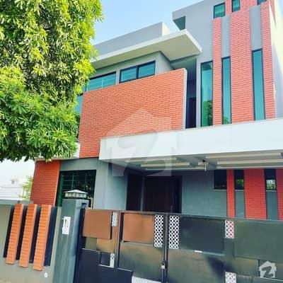 واپڈا سٹی فیصل آباد میں 5 کمروں کا 10 مرلہ مکان 2.35 کروڑ میں برائے فروخت۔
