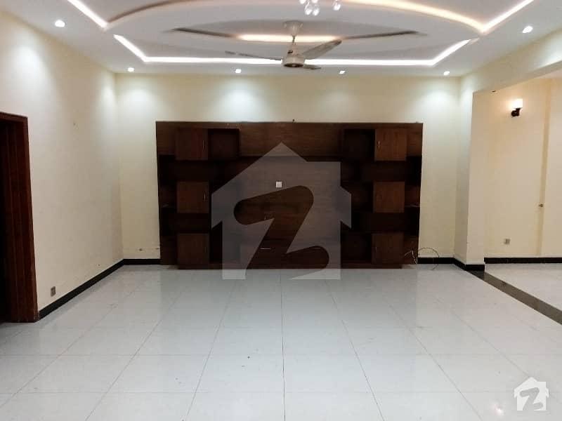 ڈی ۔ 12 اسلام آباد میں 3 کمروں کا 14 مرلہ زیریں پورشن 80 ہزار میں کرایہ پر دستیاب ہے۔