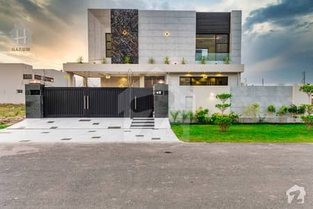 Modern Structure 1 Kanal Eye Catching Villa Came For Sale in Phase 6
