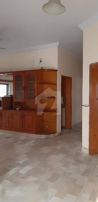 ایف ۔ 11 اسلام آباد میں 9 کمروں کا 1 کنال مکان 8.75 کروڑ میں برائے فروخت۔