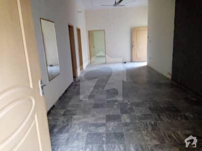 ائیرپورٹ ہاؤسنگ سوسائٹی - سیکٹر 3 ائیرپورٹ ہاؤسنگ سوسائٹی راولپنڈی میں 3 کمروں کا 1 کنال بالائی پورشن 30 ہزار میں کرایہ پر دستیاب ہے۔